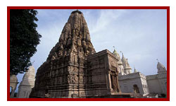 Shanti Nath Temple, Khajuraho visit during heritage tours of central india